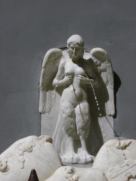 Fontana-delle-zizze.-Napoli